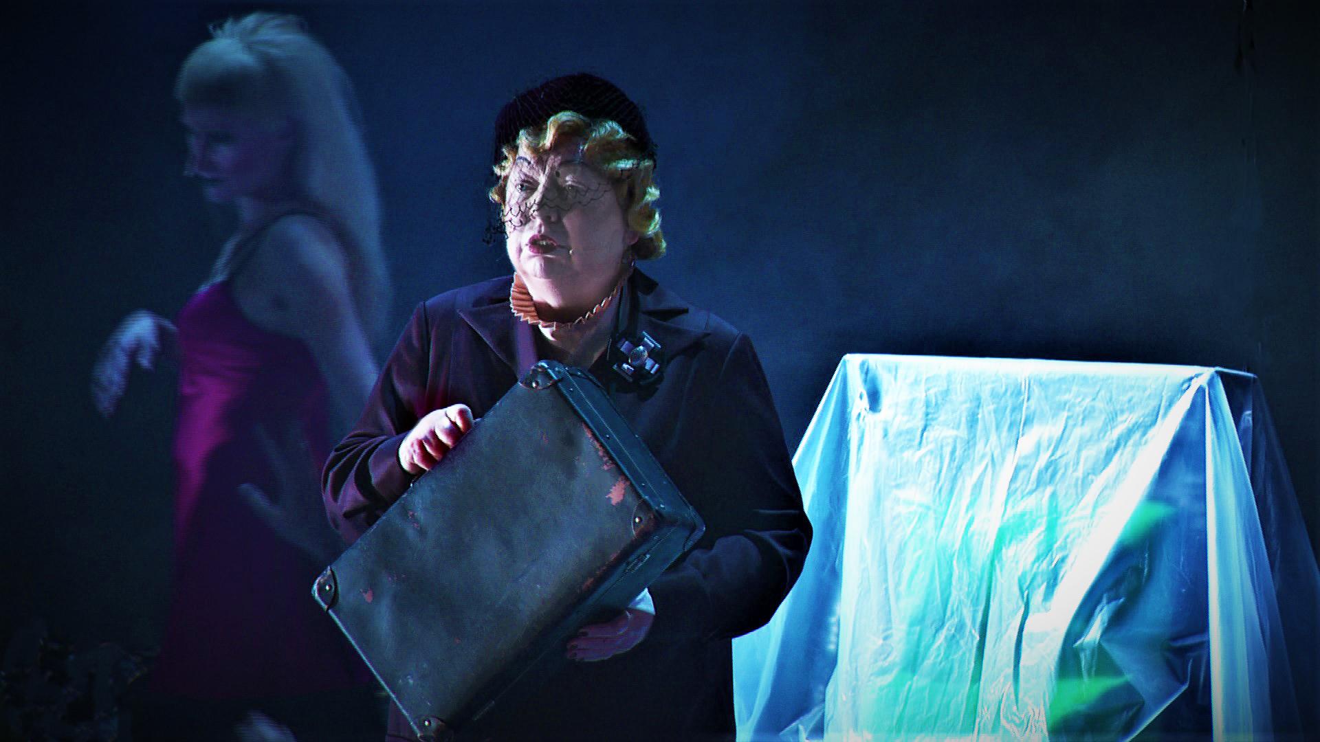 Фото из спектакля АБДТ им.Товстоногова «Жизнь впереди»