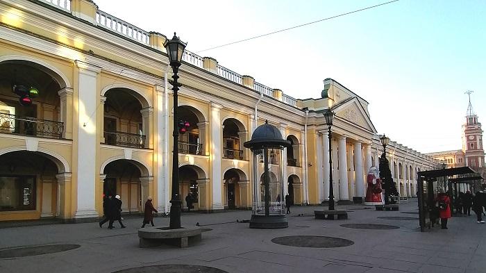 Невский проспект превратился в выставочный зал
