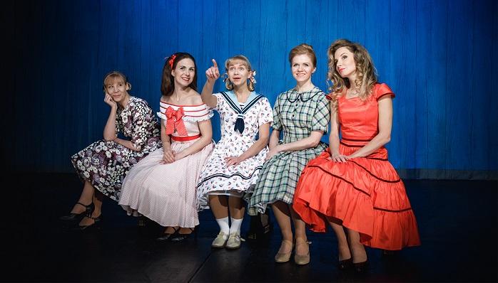 Театр «Балтийский дом» вернулся в 60-е и поставил «Девчат»
